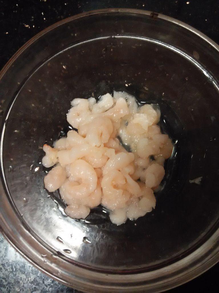 虾仁滑蛋的做法图解1