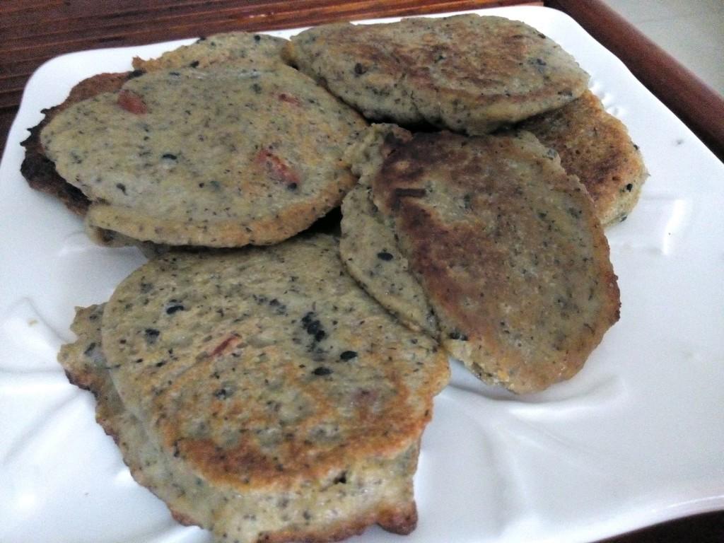豆渣饼系列~黑芝麻枸杞豆渣饼的做法图解1