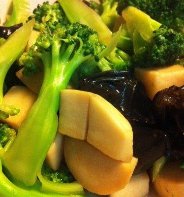蚝油西兰花杏鲍菇木耳的做法