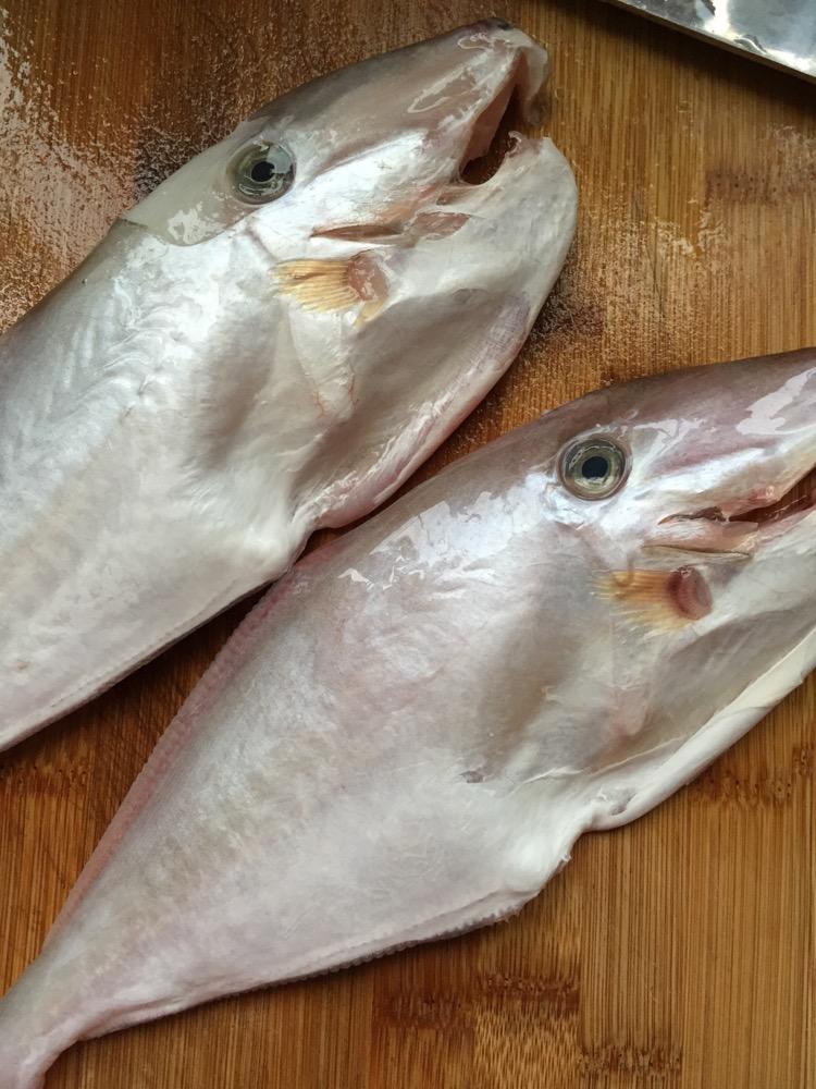 煎煮大剥皮鱼的做法图解1