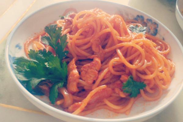 茄汁鸡丝炒意粉的做法