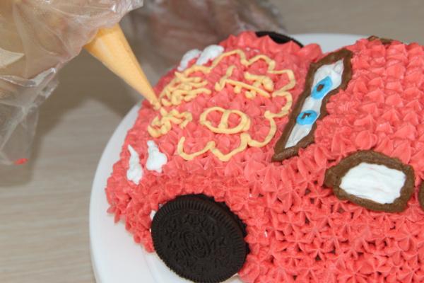 可爱的小汽车生日蛋糕儿的做法图解16