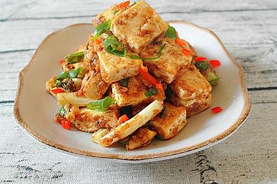 炒鸡下饭的咸蛋黄金沙脆皮豆腐