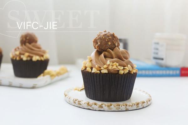费列罗巧克力杯子蛋糕的做法