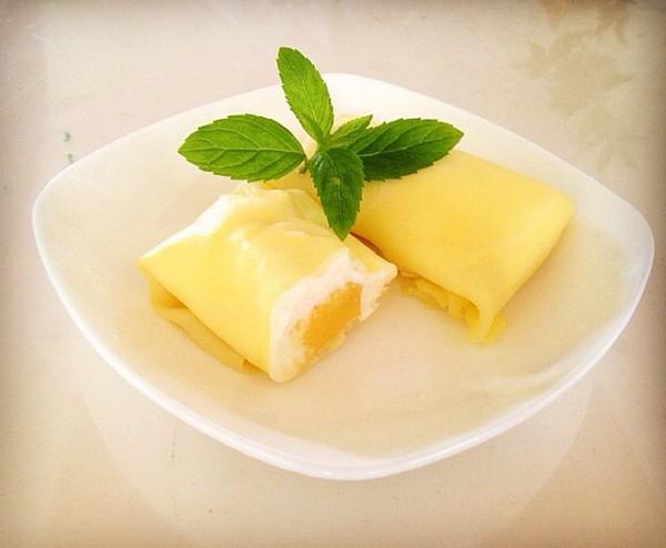 芒果适量 辅料   淡奶油1勺 细砂糖25g 黄油15g 芒果班戟的做法步骤