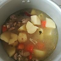 炖鲜香美味排骨汤