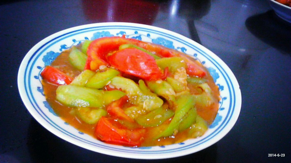 >> 文章内容 >> 番茄丝瓜炒鸡蛋的做法步骤  丝瓜能和西红柿一起炒吗