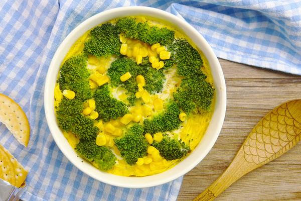 时间:10-30分钟       主料 鸡蛋2个 内酯豆腐1块 西兰花若干 玉米