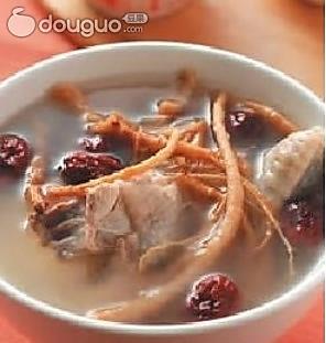 参须红枣炖鸡汤的做法
