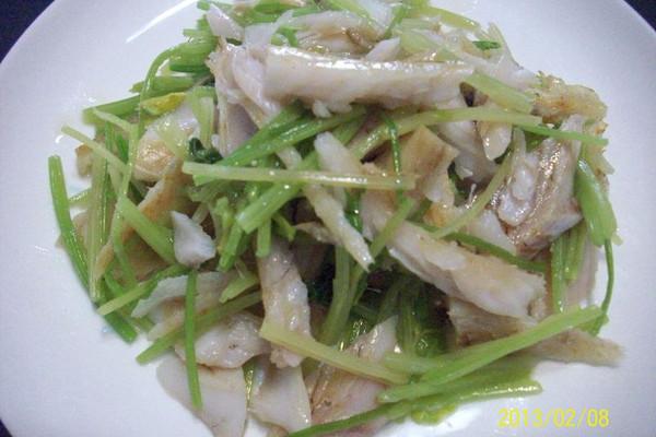 宁波本帮菜  芹菜拌手撕鳗的做法