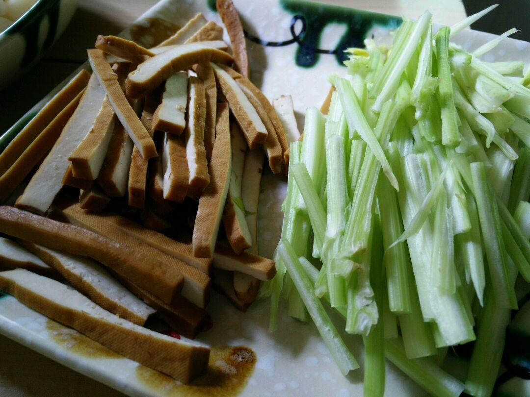 芹菜豆干的做法步骤
