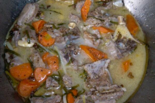 清炖羊排浓汤的做法