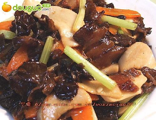 腊肉杏鲍菇炒木耳的做法