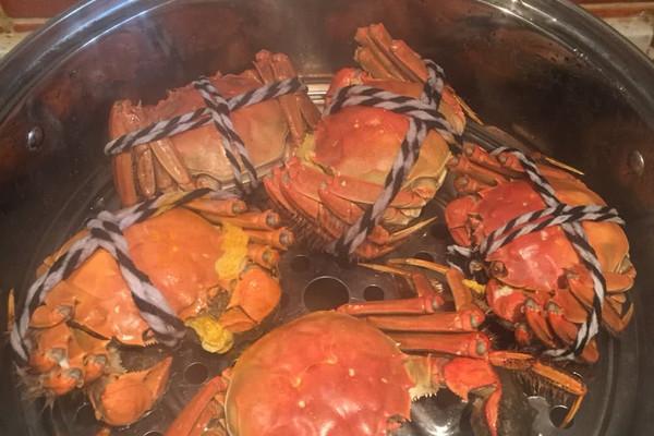 姜姜丝少许 大蒜 酱油海鲜酱油 醋 芥末少许 清蒸螃蟹的做法步骤 小