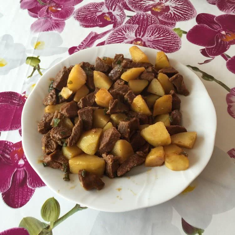 咖喱牛肉燒土豆的做法圖解4