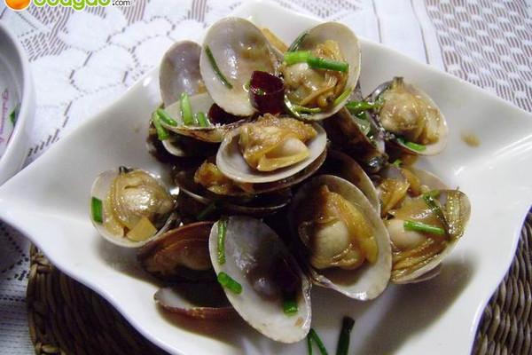 葱姜炒花蛤的做法