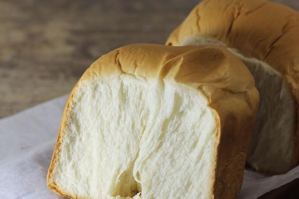 超软绵奶白吐司#东菱魔法云面包机#的做法