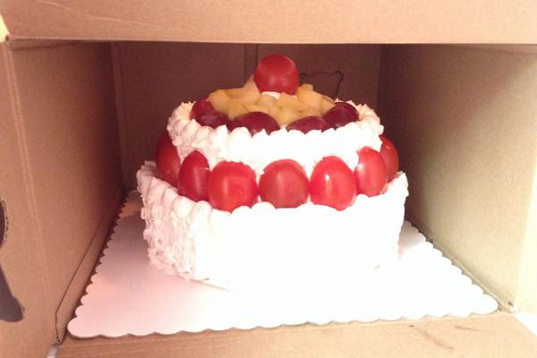 双层奶油水果蛋糕