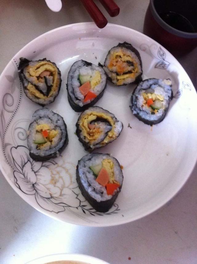 黄瓜1条 火腿2条 酱肉200g 辅料   盐10g 寿司的做法步骤 寿司的做法