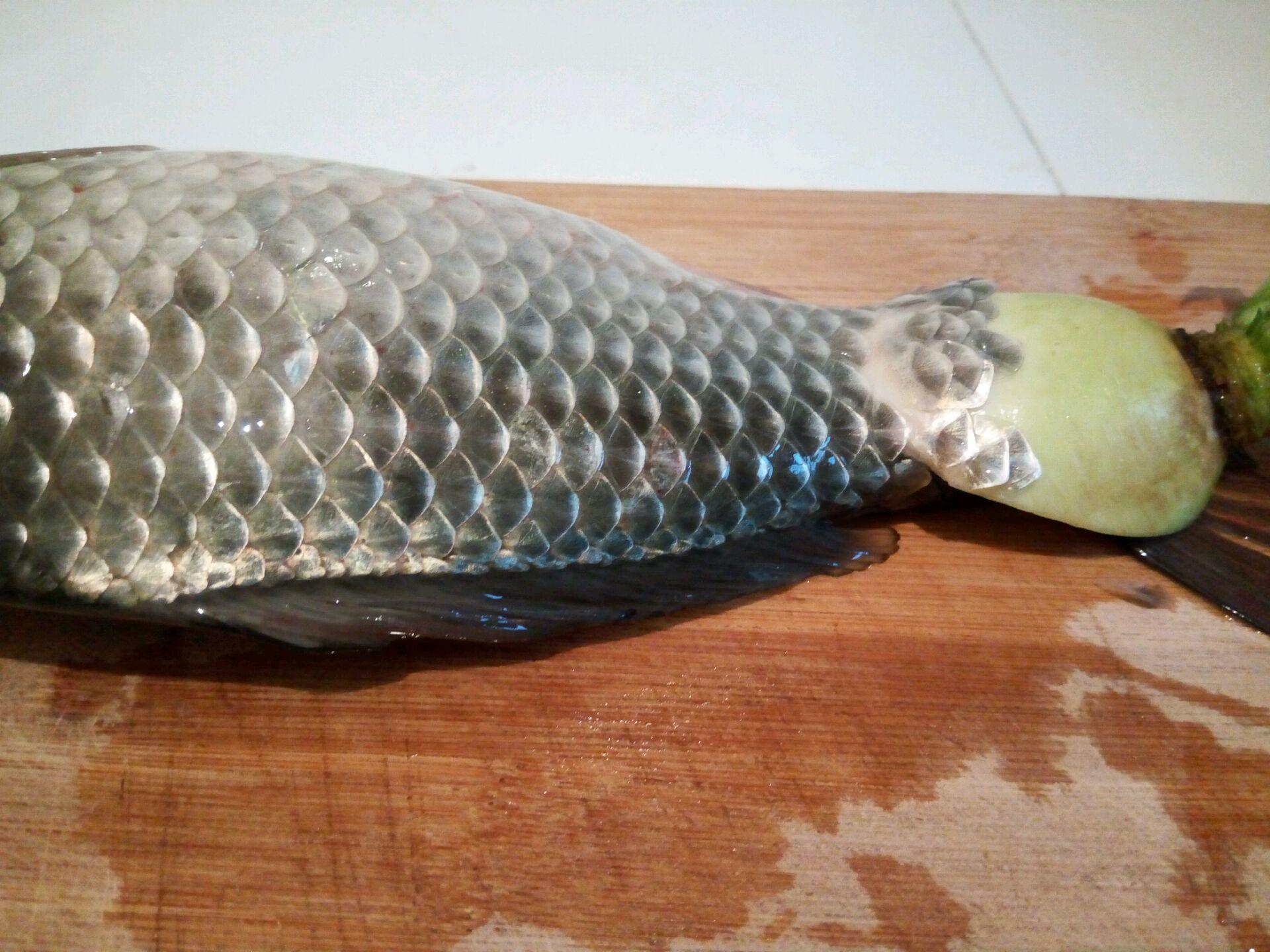 主料 一根 一条 巧用萝卜头去鱼鳞的做法步骤        本菜谱的