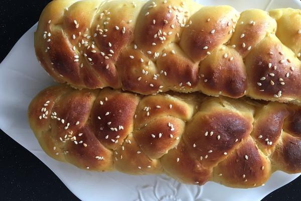 北瓜辫子面包的做法 北瓜辫子面包怎么做如何做好吃 北瓜辫子面包家
