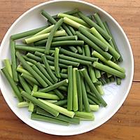 家常菜:蒜苗豆干炒肉丝的做法图解2