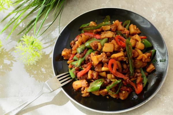 郫县豆瓣酱1小勺 黄豆瓣1小勺 家常菜-辣椒炒油渣的做法步骤 分类: 下