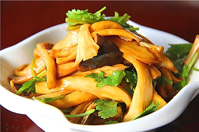 素心居静手撕杏鲍菇,炎天凉菜靠它了
