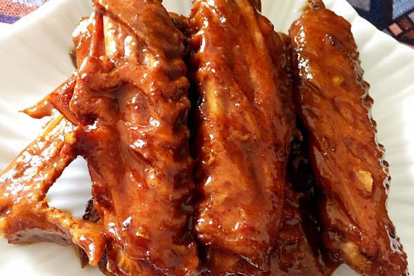 酱香吮指鸭翅的做法