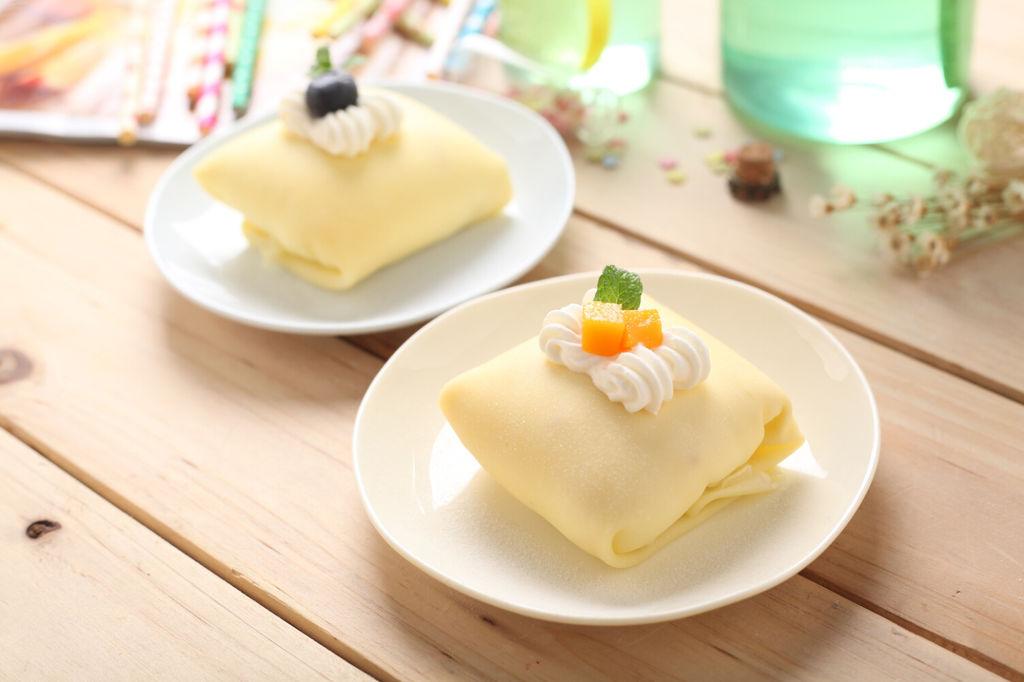 辅料   芒果2个 动物性奶油300g 白砂糖30g 芒果班戟的做法步骤
