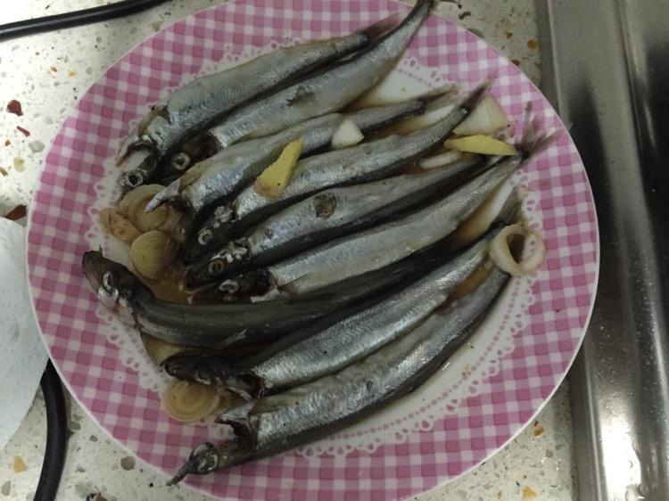 少油多春鱼的做法步骤