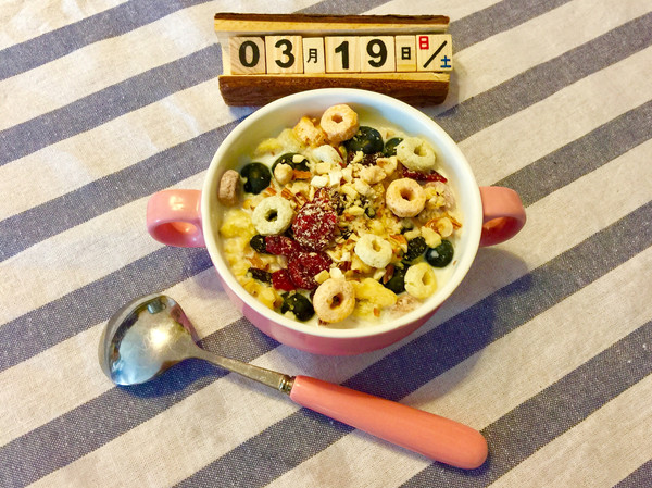 3分钟快手早餐—什锦牛奶谷物圈