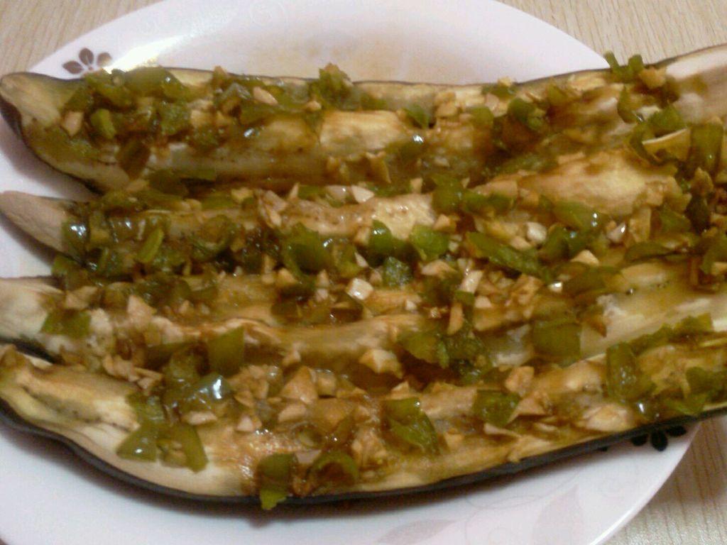 炒菜煲汤临锅时加入提鲜不口干 蒜泥茄子(微波炉版)的做法步骤