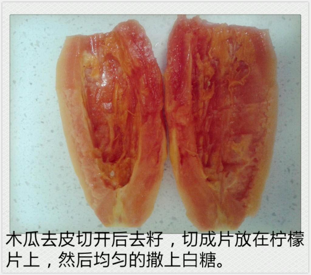 木瓜切開去籽,切成薄片鋪在檸檬上,再撒上一層 ...