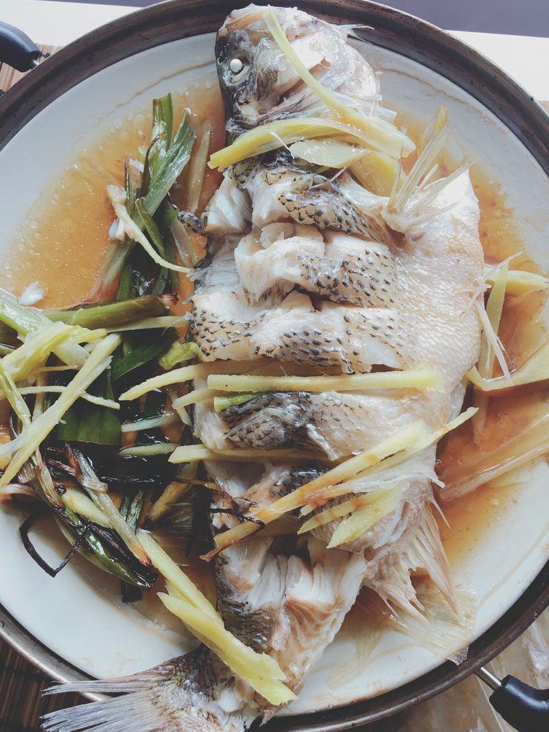 清蒸鲈鱼的做法_【图解】清蒸鲈鱼怎么做如何做好吃