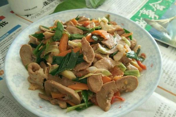 胡萝卜蒜苗炒猪腰粉肠#厨此之外,锦享美味#的做法