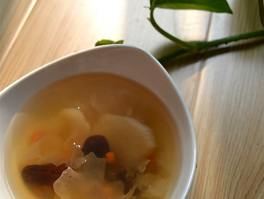 集防秋燥、补肾气、补气血于一身的好汤-------山药银耳红枣汤的做法