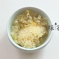 桂圆红枣莲子银耳羹的做法图解2