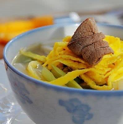 猪肝蛋丝汤年糕的做法