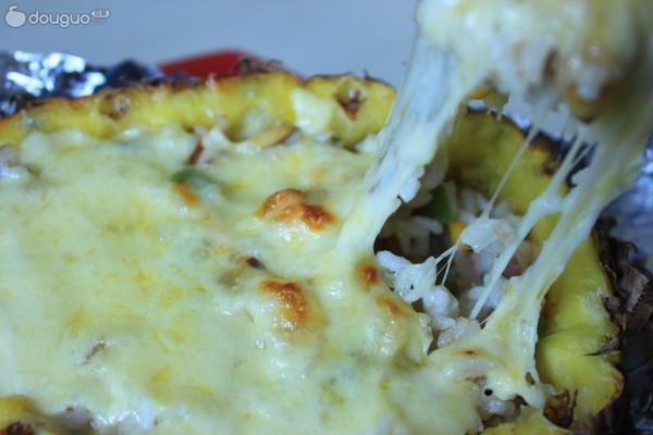 菠萝海鲜焗饭的做法