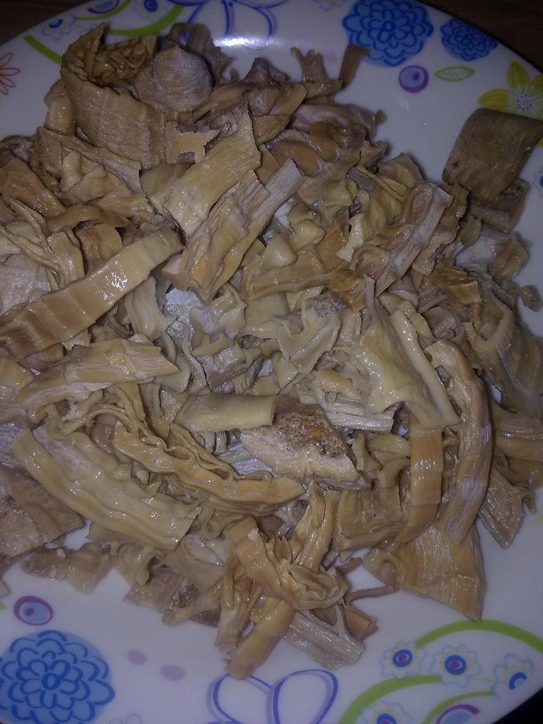 素食之红油笋丁的做法图解1