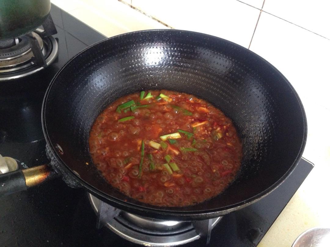 油加热后,怀孕豆瓣酱,葱姜蒜,泡椒,米酒炒香后加少许水加入烧开了可以去海螺沟吗图片