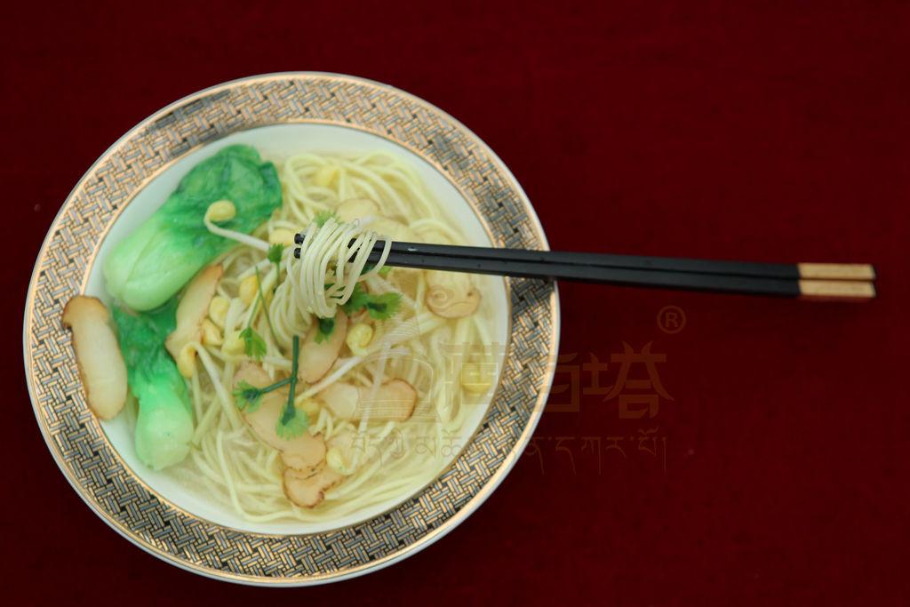 松茸煮拉面的做法_【图解】松茸煮拉面怎么做好吃_hrd