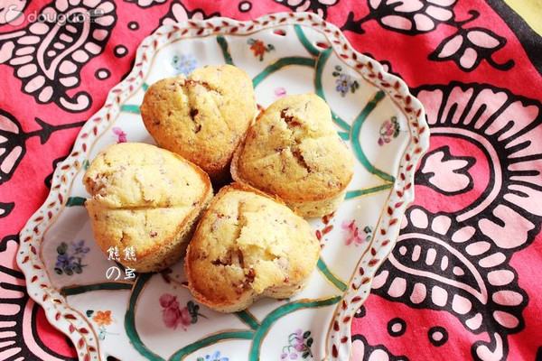 奶香蔓越莓杏仁爱心蛋糕的做法