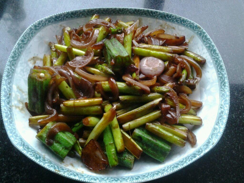 芦笋秋葵炒洋葱的做法_【图解】芦笋秋葵炒洋葱怎么做