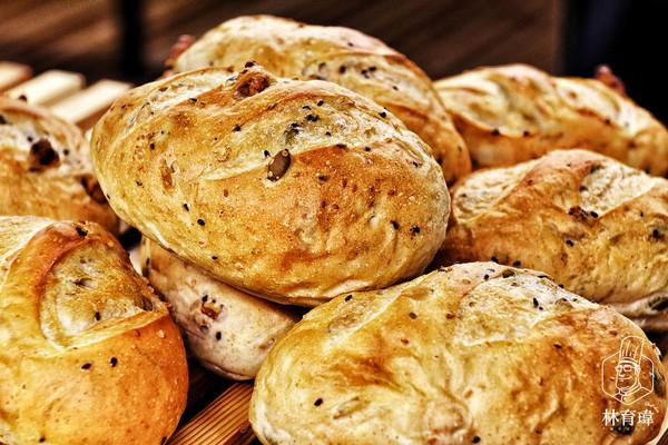 【补充能量必备面包】多谷物牛奶面包的做法