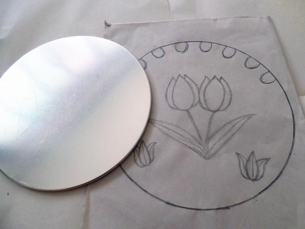 :1的比例草画出郁金香的平面图案