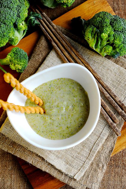 小贴士 1,这道西兰花浓汤趁热喝味道比较好,不论是宴客作为汤羹还是给