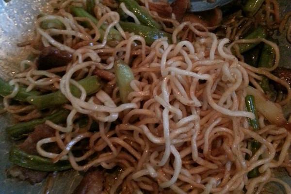 面的蒸米饭时候蒸豆角什么做法放肉图片