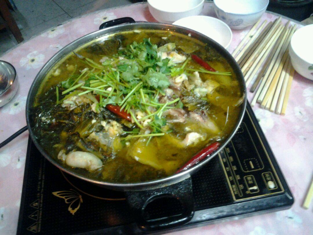 干辣椒适量 胡椒粉适量 麻椒适量 料酒一匙 酸菜鱼的做法步骤